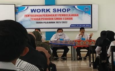 WORKSHOP Penyusunan Perangkat Pembelajaran Tenaga Pendidik SMKN 1 Sikur TP. 2021/2022